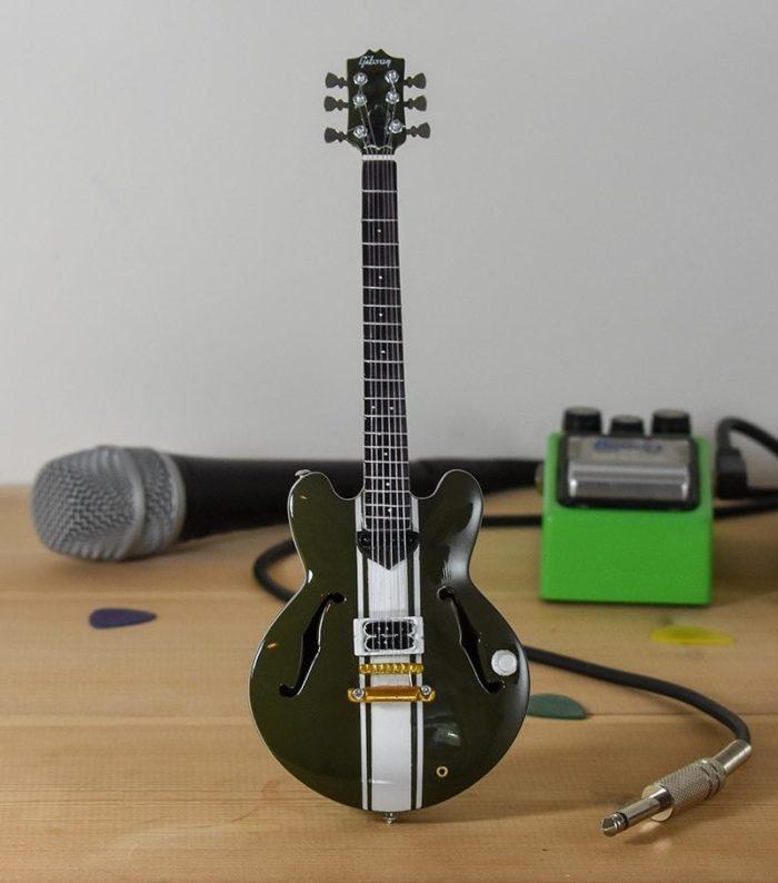 Blink 182, Tom Delong - Gibson ES333