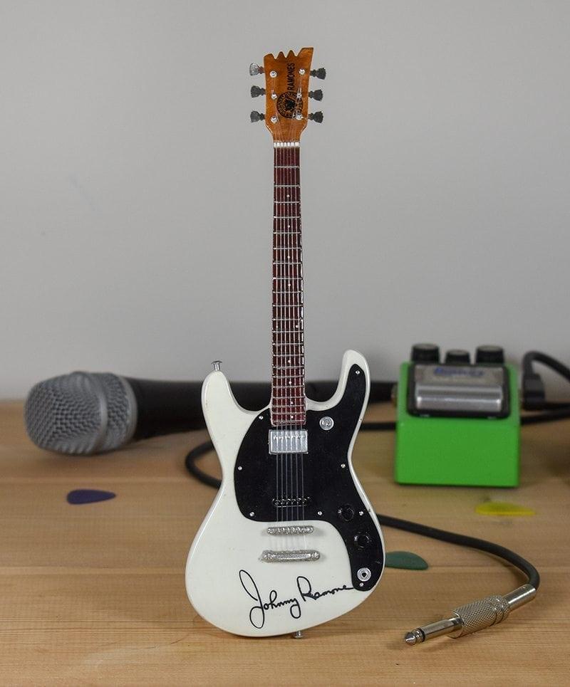 The Ramones, Johnny Ramone - Mosrite