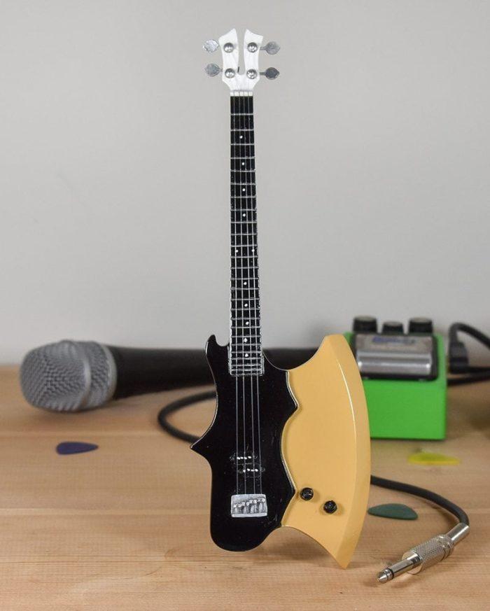Kiss, Gene Simmons - Axe Bass