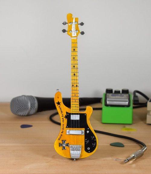 Motorhead, Lemmy - Rickenbacker Bass