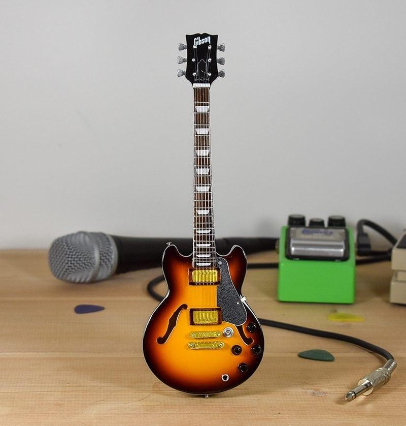 Gibson ES335 (sunburst)
