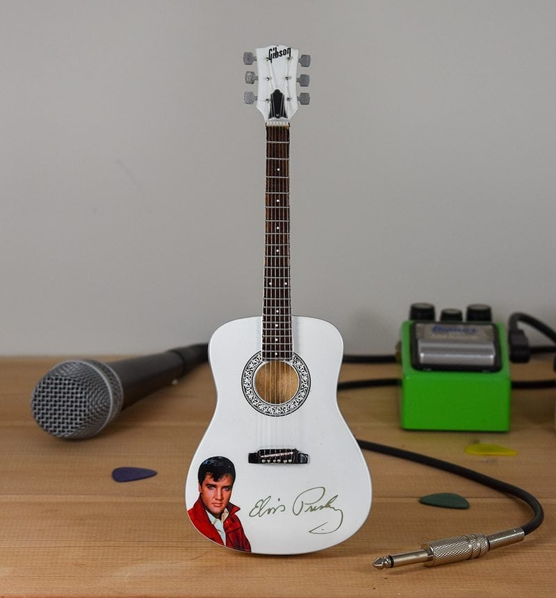 Elvis Presley - Acoustic with Signature (white)