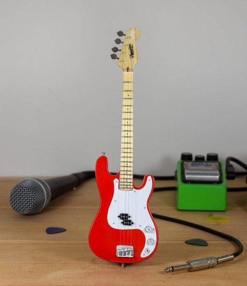 Fender Bass (red)