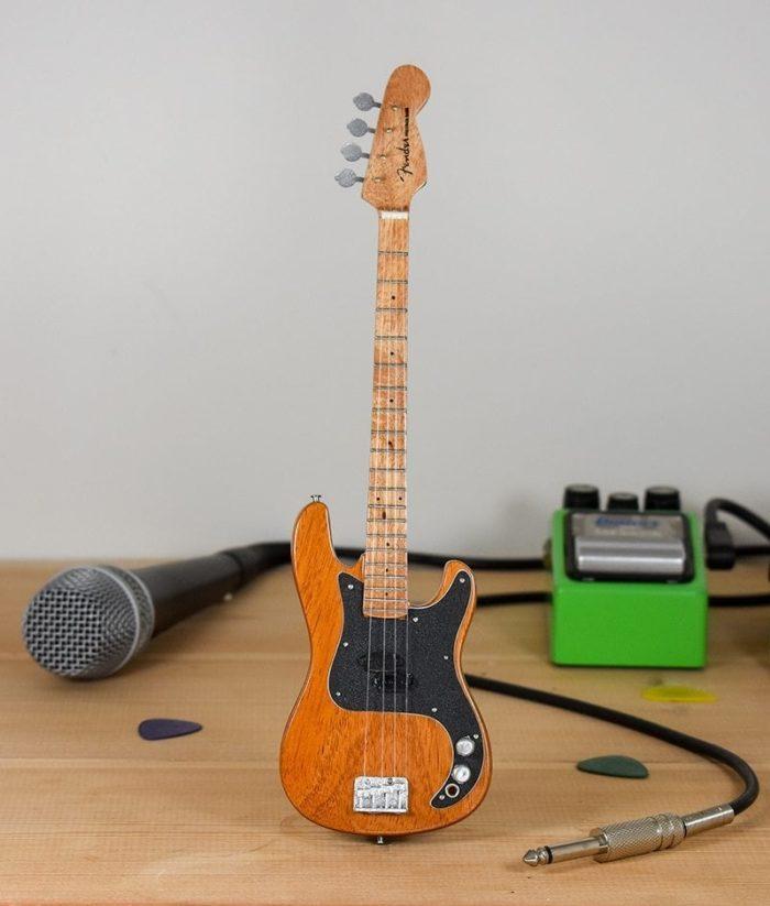 Queen, John Deacon - Fender Bass (natural)