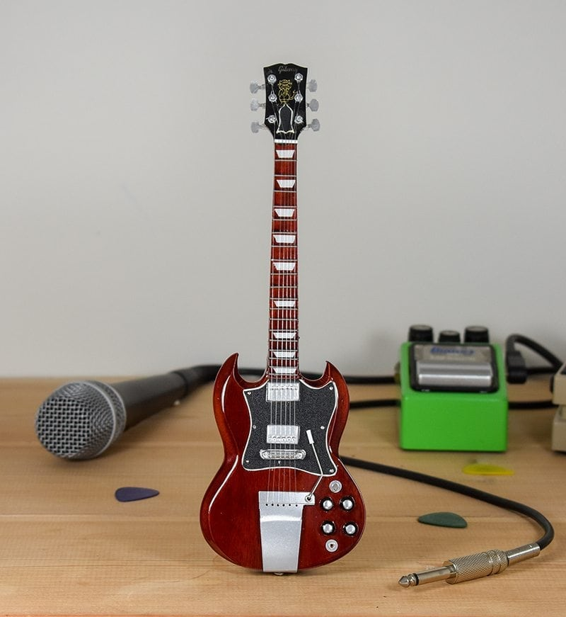 AC/DC, Angus Young - Gibson SG Standard