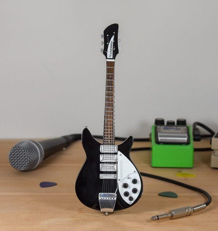 John Lennon - Rickenbacker 325 (black)