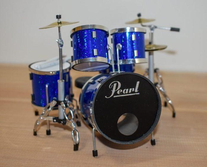 Pearl Drum Kit (blue)